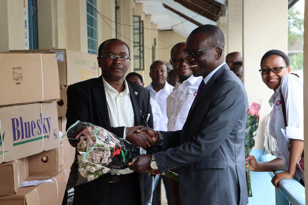Tulezi Hands over flowers